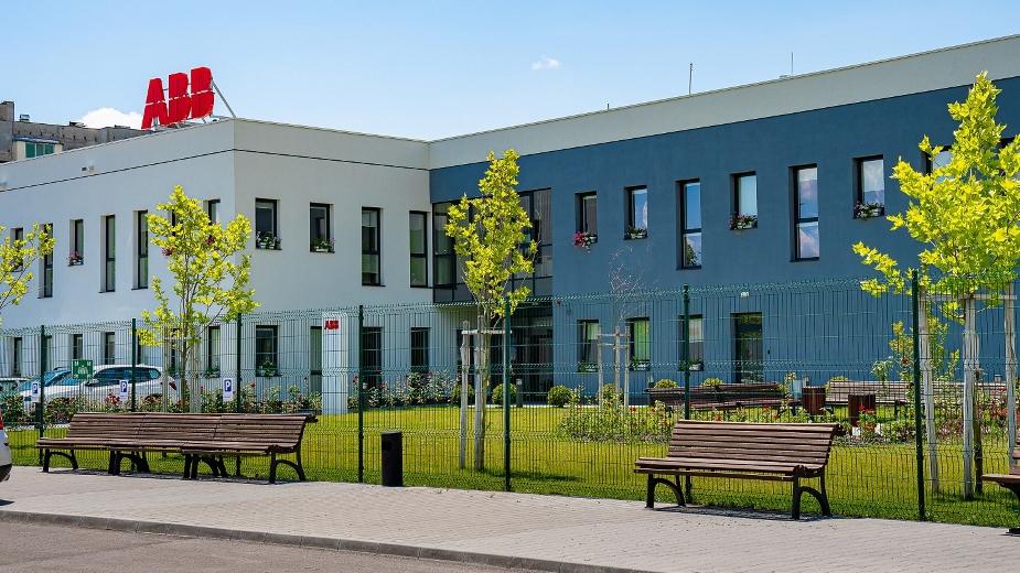 ABB представи модернизирания си завод в Севлиево