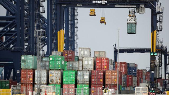 Къде изчезнаха морските контейнери. Цените на превоз с контейнери се повишиха в пъти. Те се оказаха дефицитна стока, за която се борят клиентите